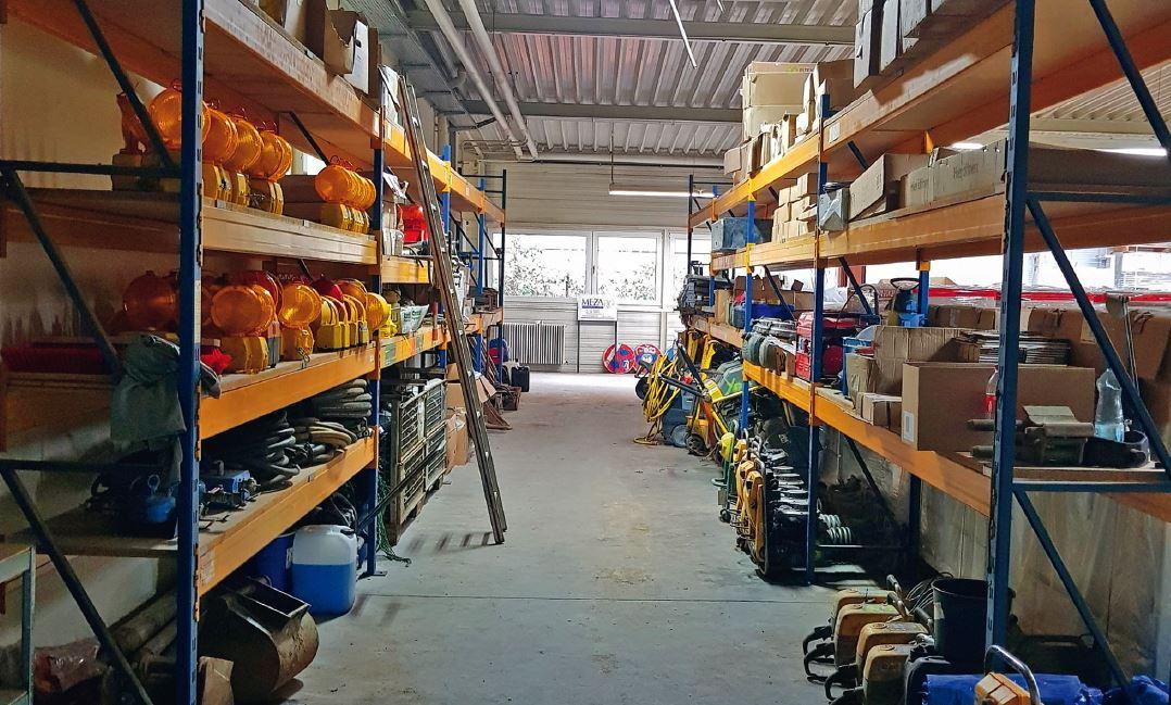 2000m2 Lagerfläche für Baumaterial, Technik, Baustellensicherung und Baumaschinen
